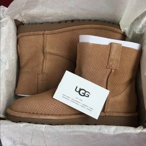 UGG BOOTS Women size 6 NWT